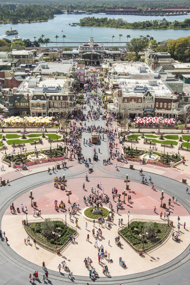 """ResortLoop.com Episode 266 – Some of your favorite spots to """"People Watch"""" in a Disney Park!"""